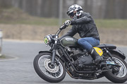 God-Save-the-Car-and-the-motorcycle 2019, Triumph Bonneville sur circuit